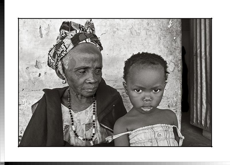 306 Sona Dabo con su nieta Djono