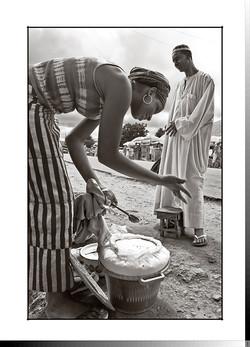 223 Vendedora de leche en Bafatá