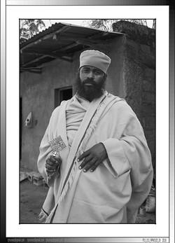 7 01 Sacerdote en escuela religiosa Bahar Dar Etiopia 2016