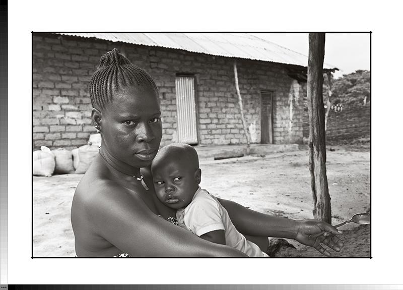 305 Npoti Samatine con su hijo menor
