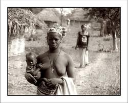 Mujeres bassari en la frontera con Guinea Conakry   Senegal  1986 WEB