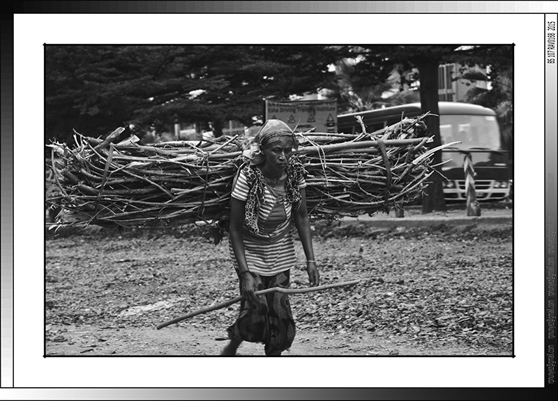 10 07 Porteadora Sikela Arba Minch Etiopia 2014