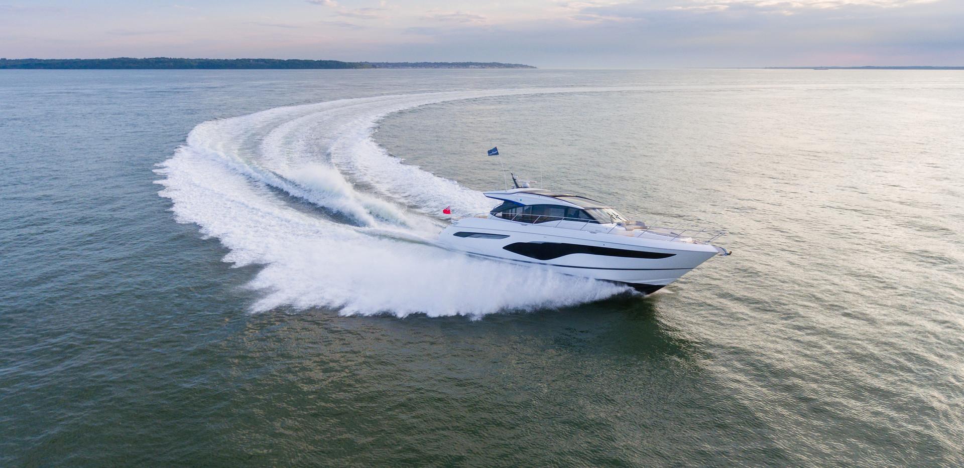 v60-exterior-white-hull-1Abromowitz Shar