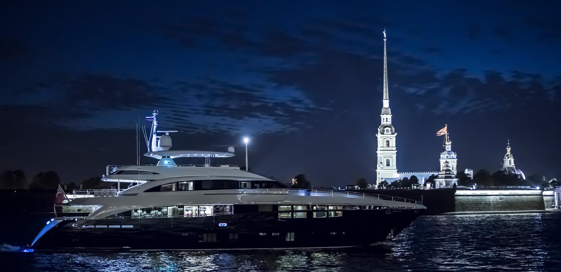 40m-exterior-blue-hull-flying-fish-2Abro