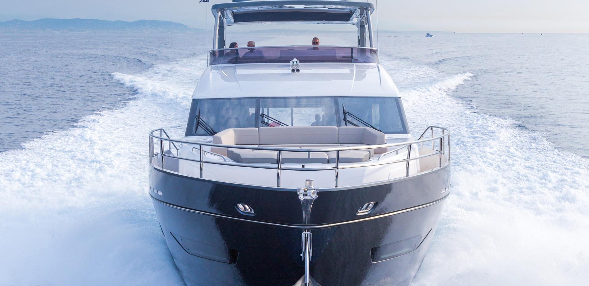 75-motor-yacht-exterior-grey-hull-12Abro