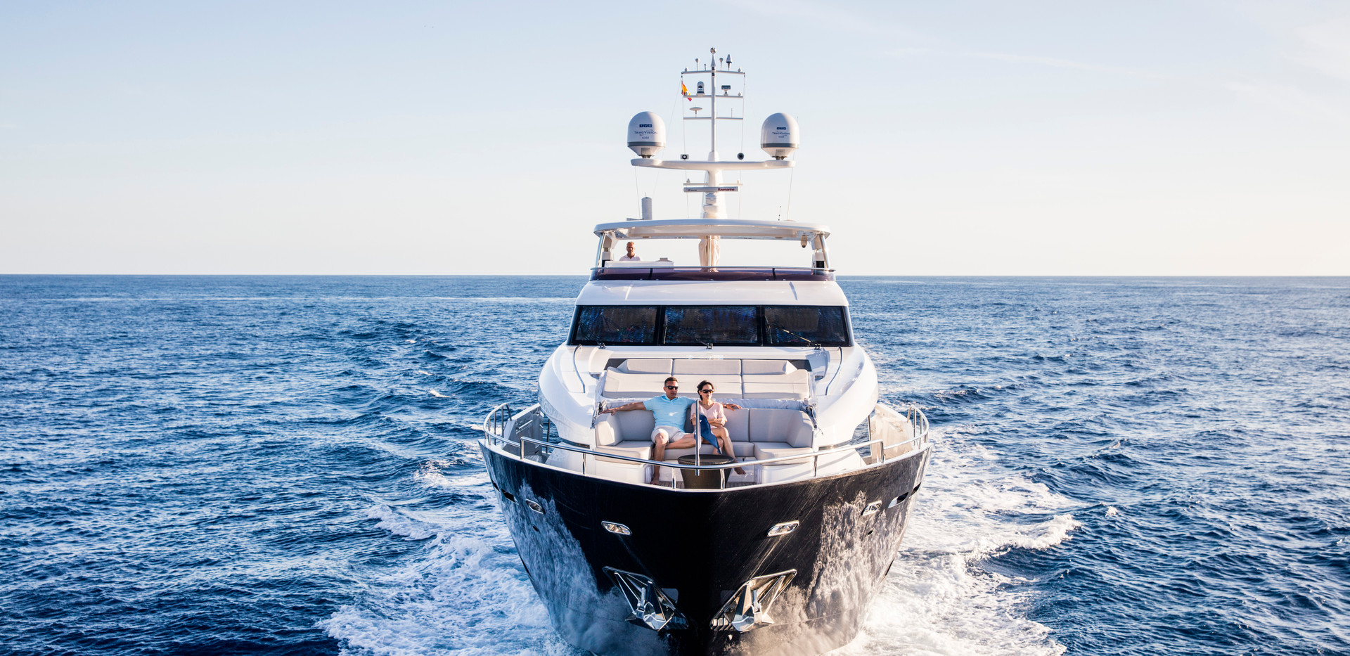 30m-exterior-blue-hull-15Yachrbrokers Pr