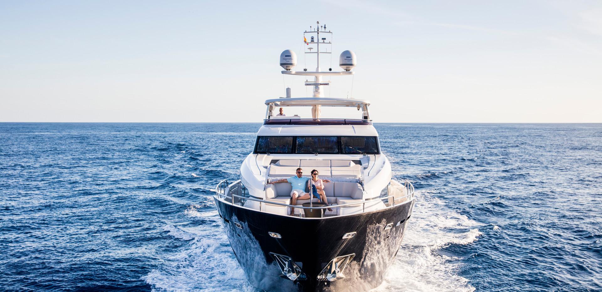 30m-exterior-blue-hull-15 copyYachrbroke