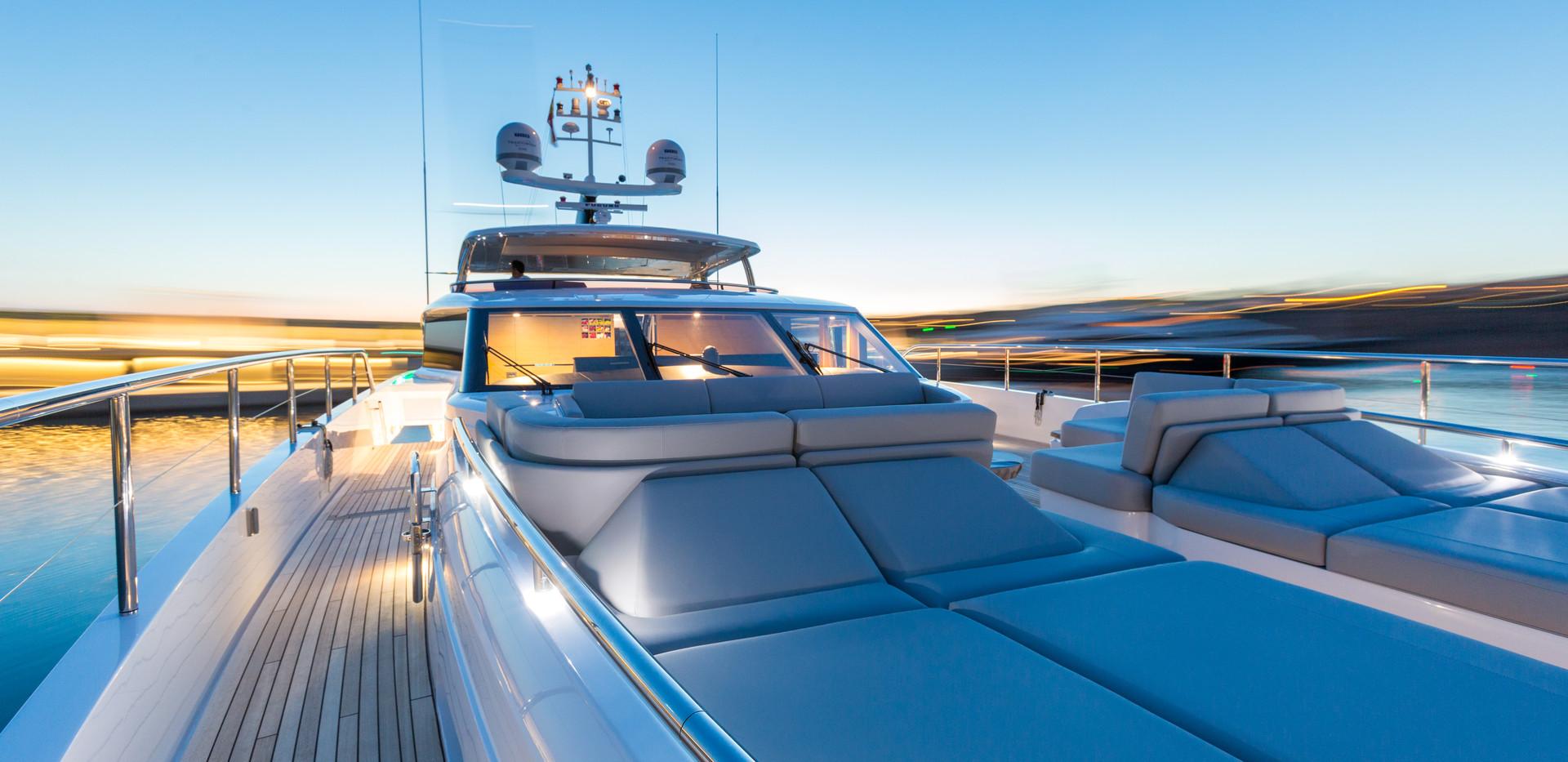 35m-exterior-white-hull-29-foredeck-deta
