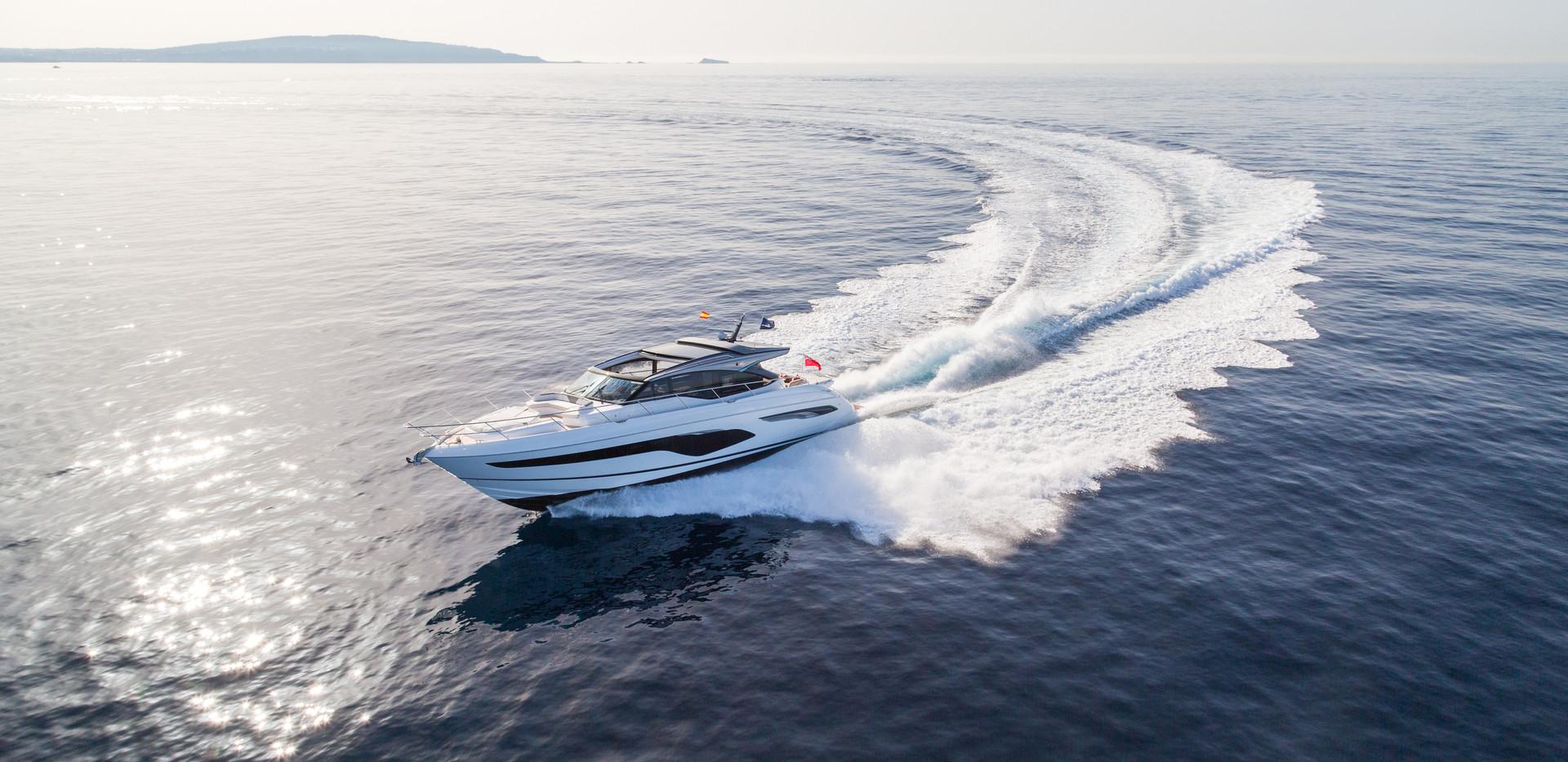 v65-exterior-white-hull-13Abromowitz Sha