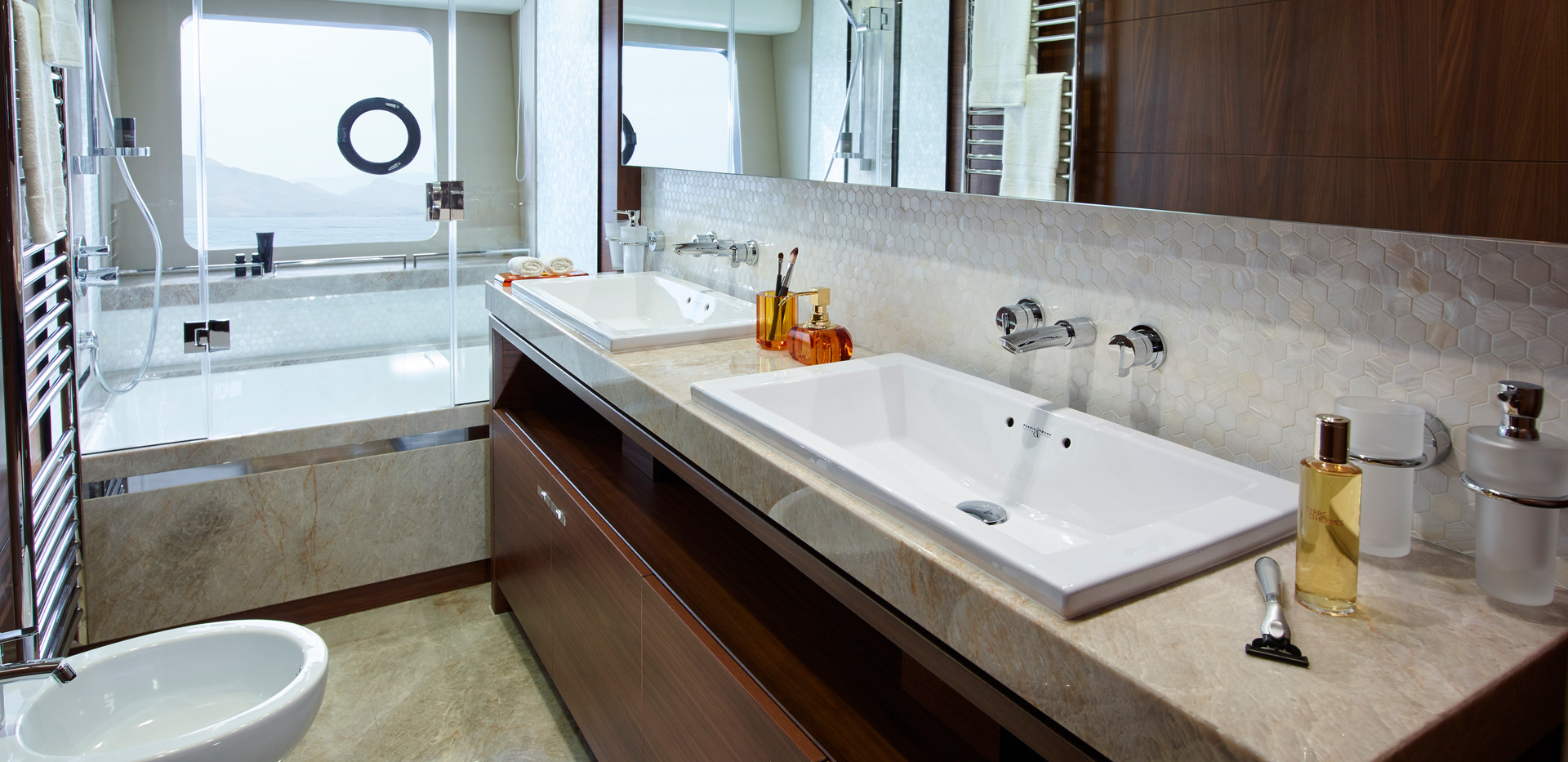 88-motor-yacht-interior-owners-bathroom-