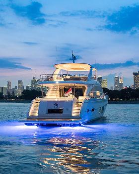 75-exterior-white-hull-4.jpg