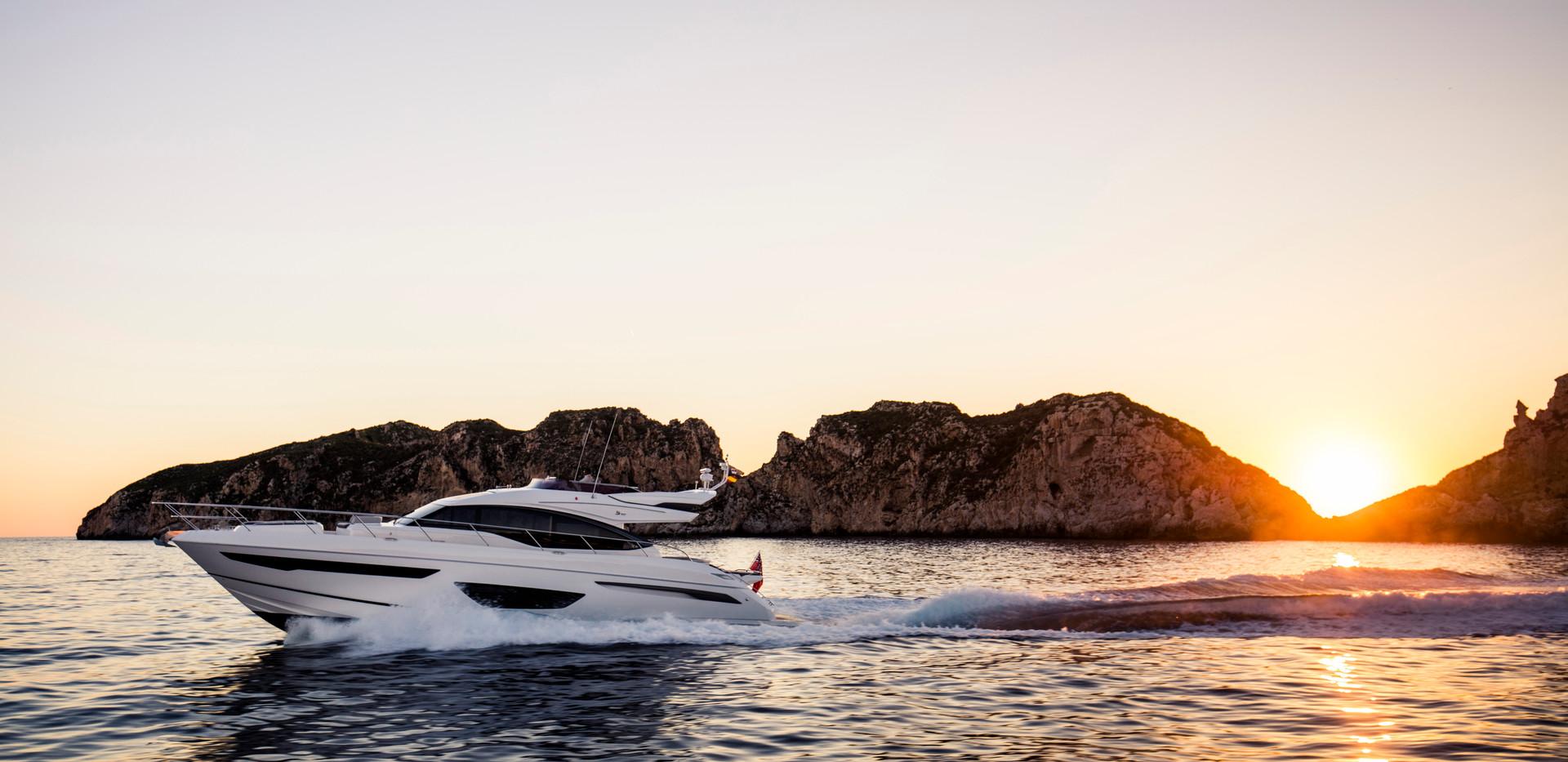 s65-exterior-white-hull-1Abromowitz Shar
