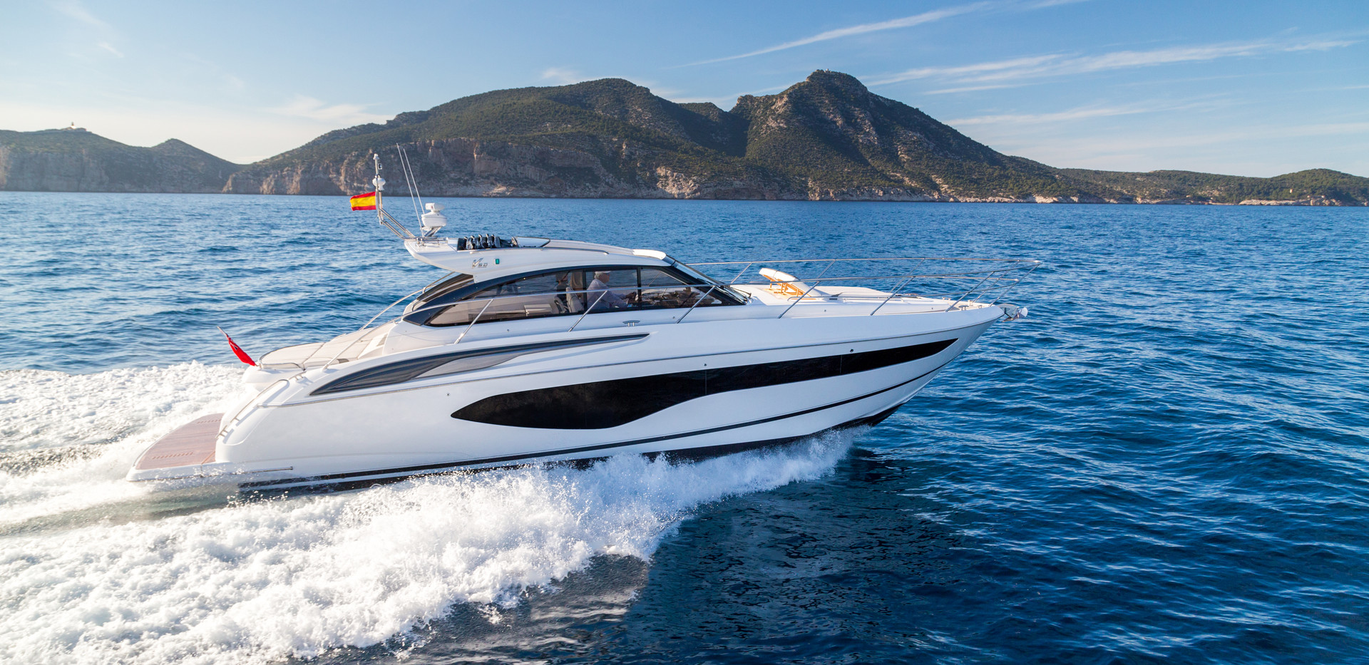 v50-open-exterior-white-hull-3Abromowitz