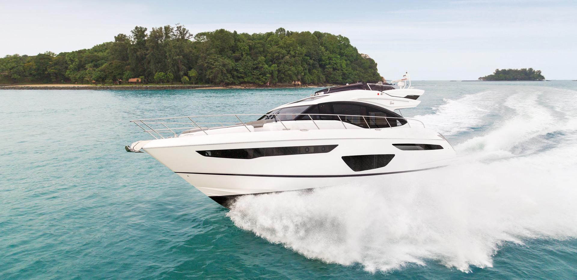 s60-exterior-white-hull-01Abromowitz Sha