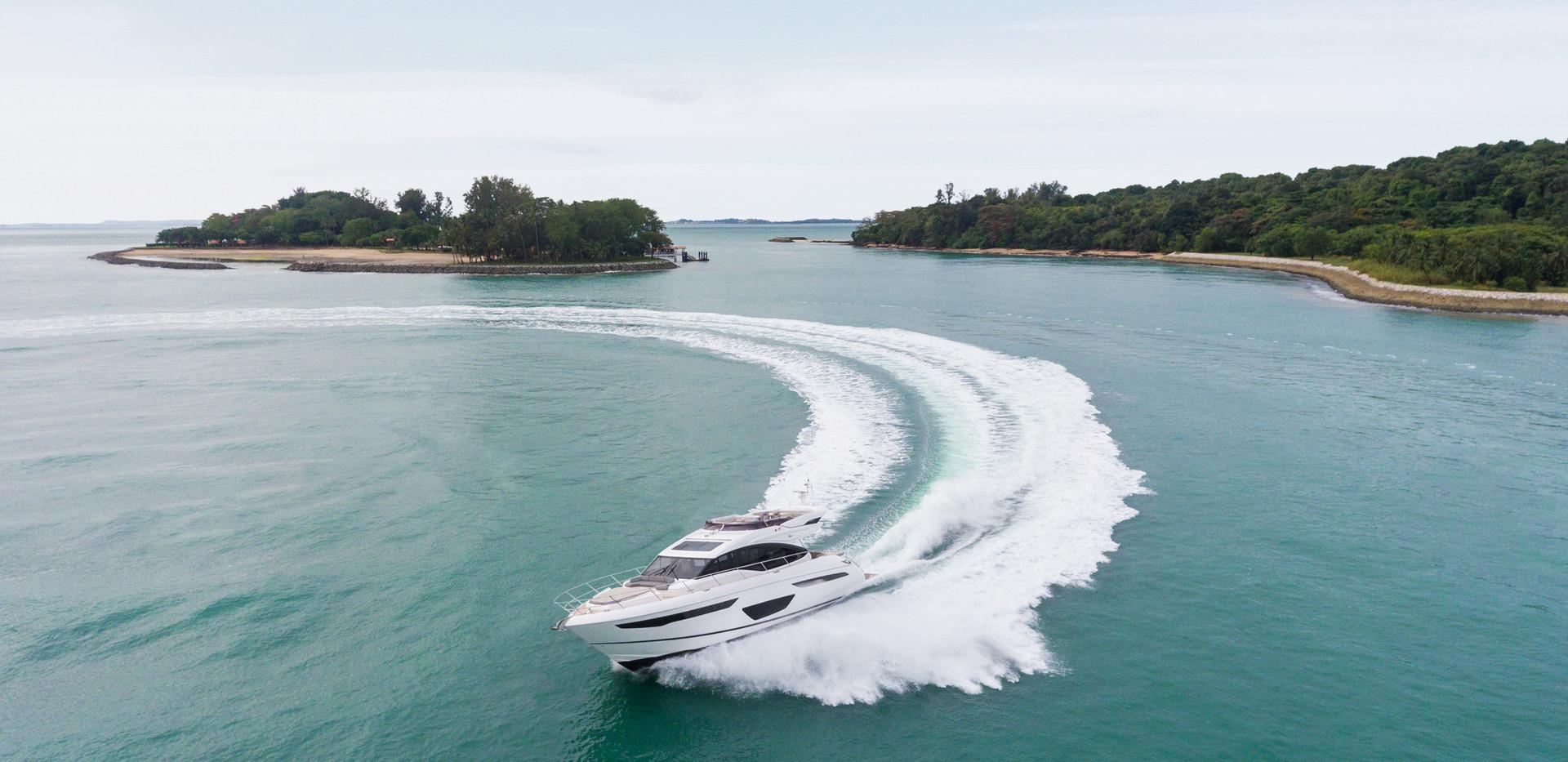 s60-exterior-white-hull-02Abromowitz Sha
