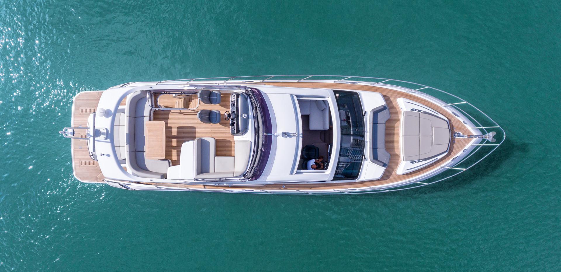 s60-exterior-white-hull-04Abromowitz Sha