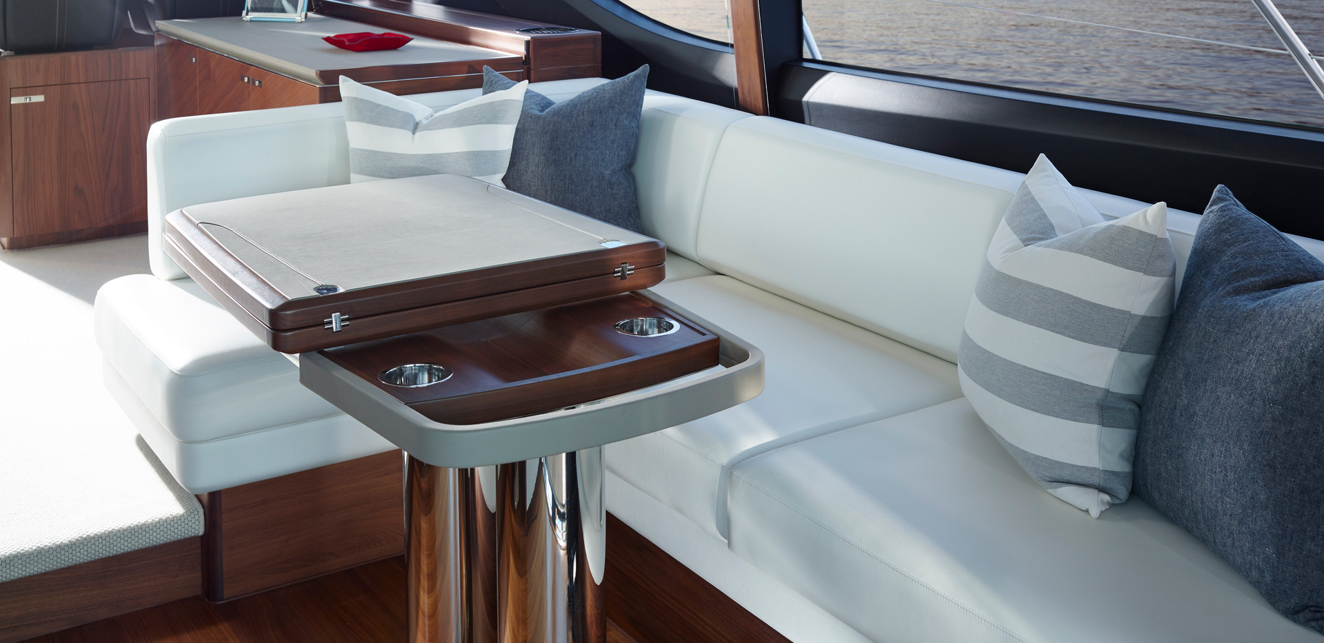 s65-interior-dining-area-table-folded-am