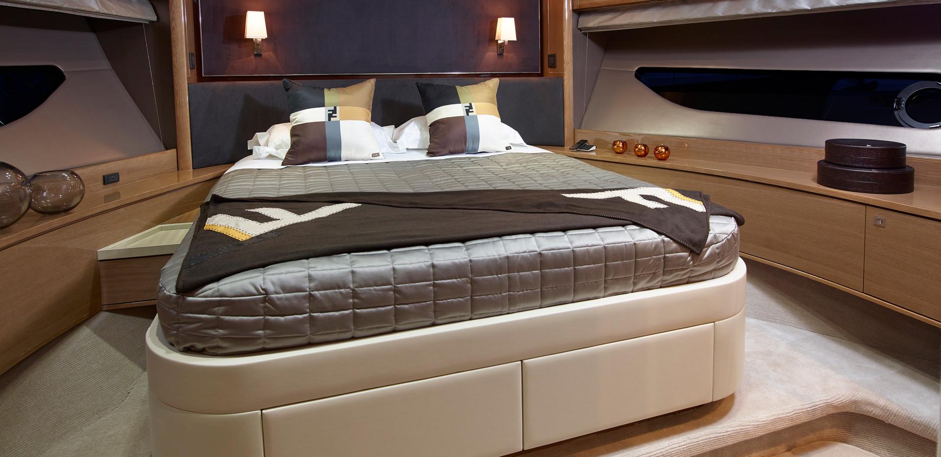 88-motor-yacht-interior-forward-cabin-ro