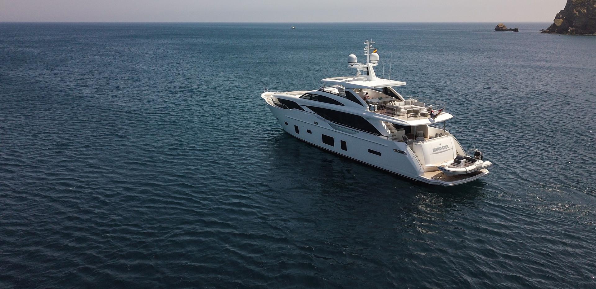 30m-exterior-white-hull-my-bandazul-3Yac