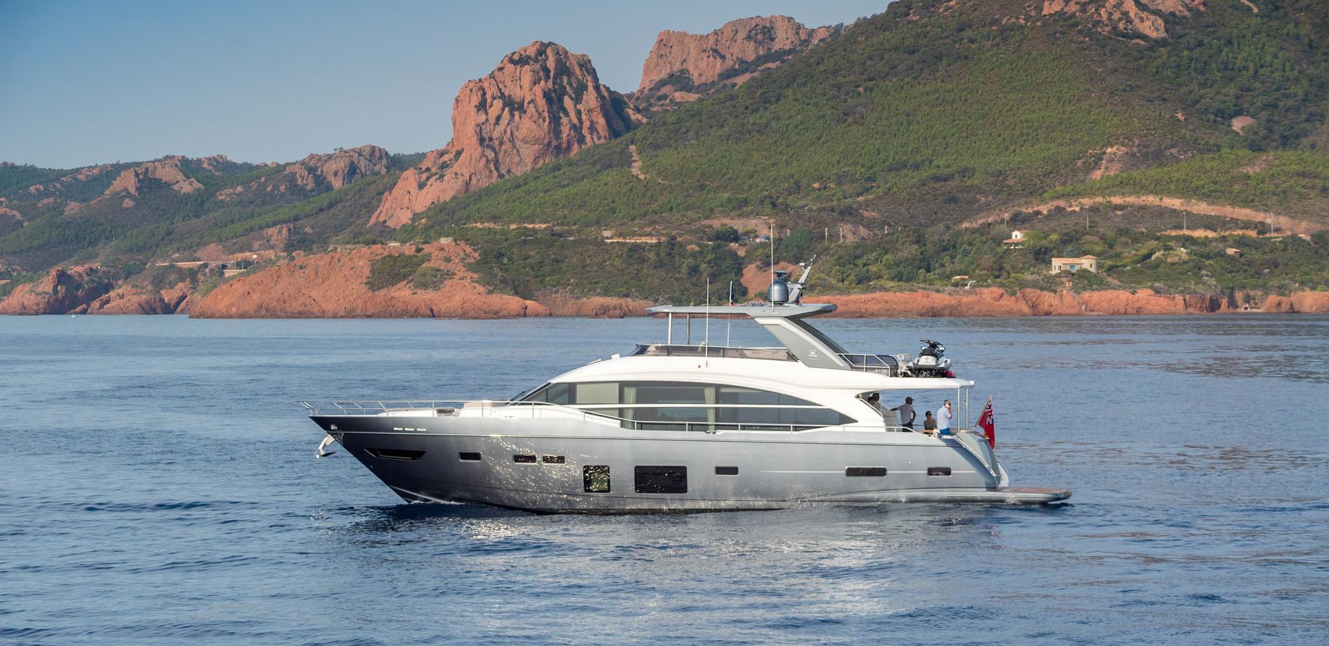 75-motor-yacht-exterior-grey-hull-17Abro