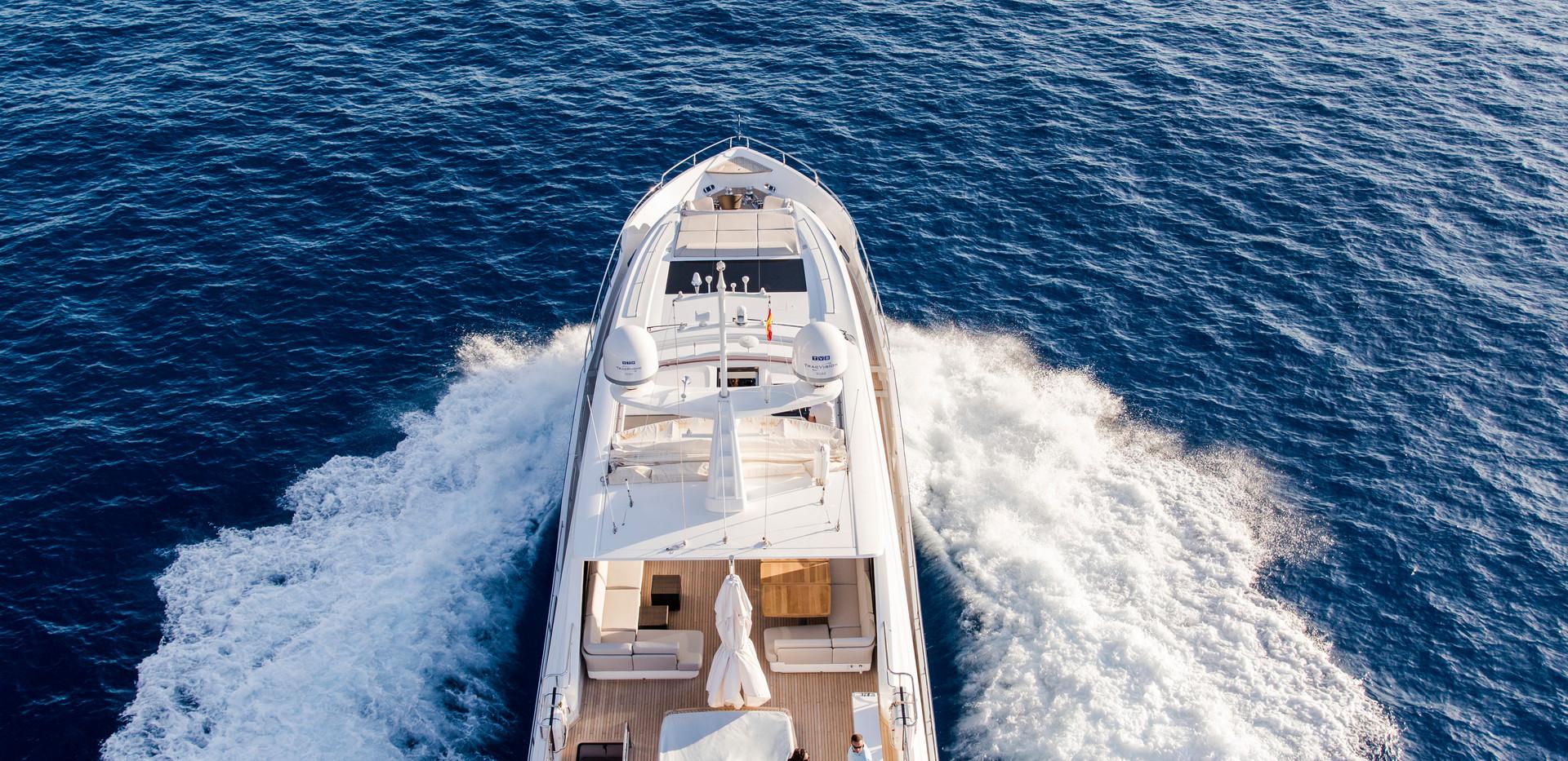 30m-exterior-blue-hull-14Yachrbrokers Pr
