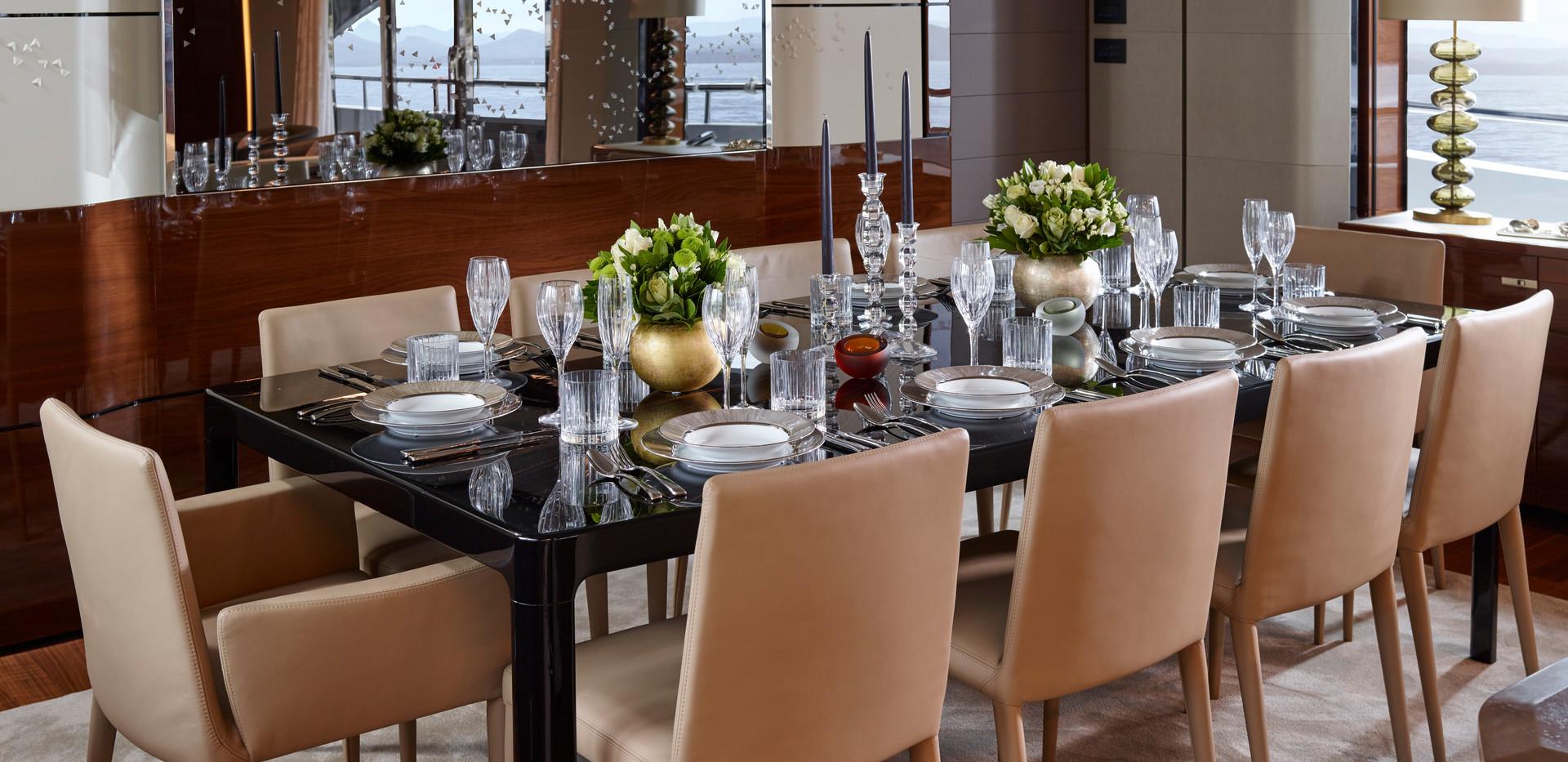 35m-interior-dining-area-day-american-wa