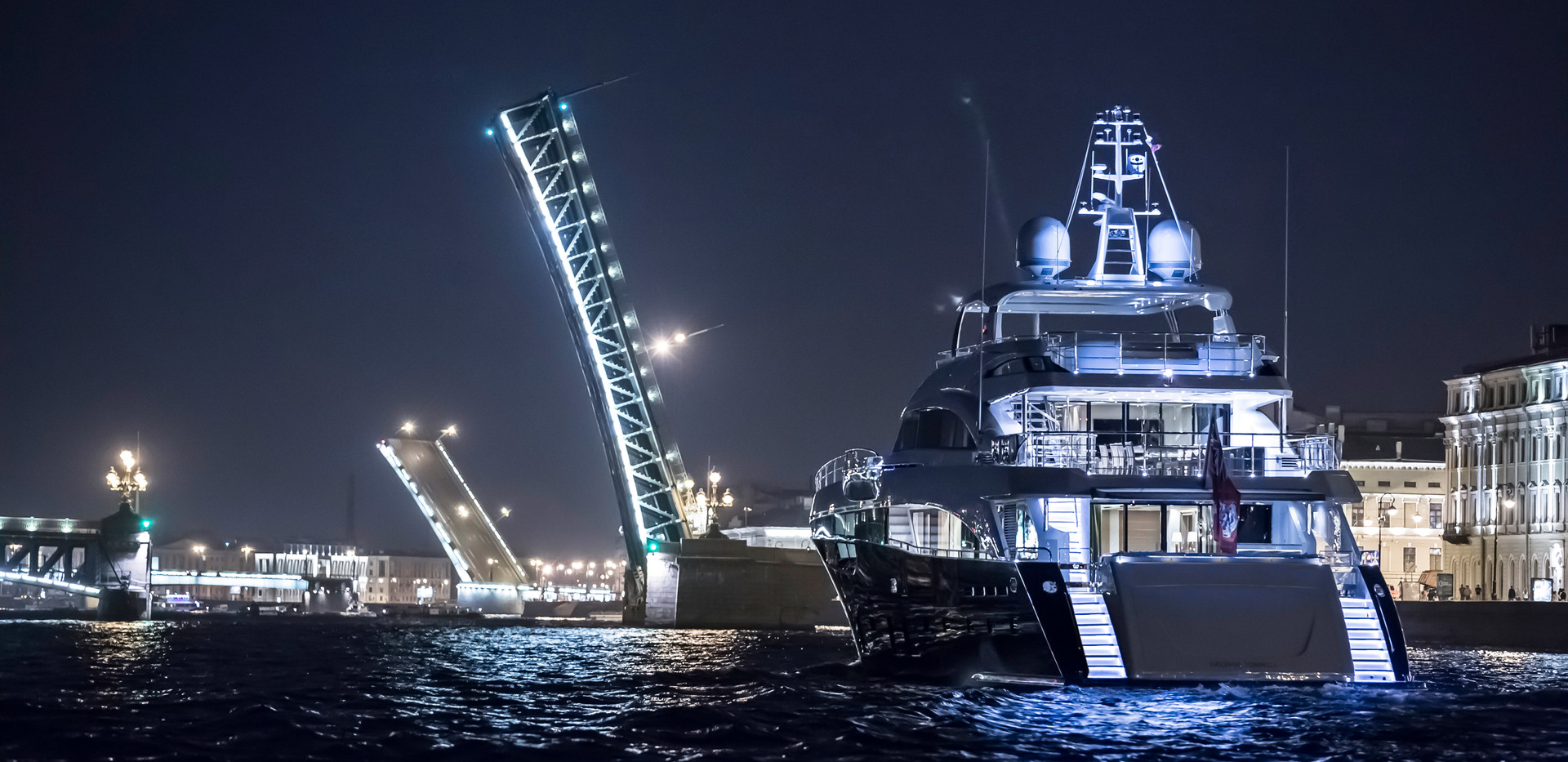 40m-exterior-blue-hull-flying-fish-3Abro