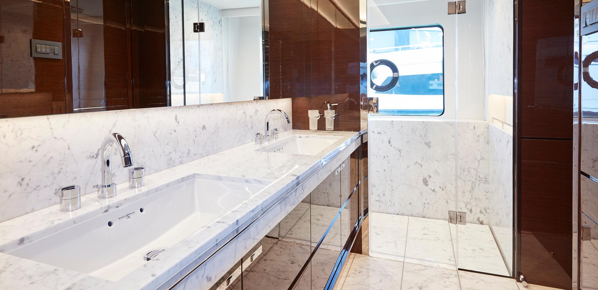 30m-interior-aft-vip-bathroom-my-bandazu