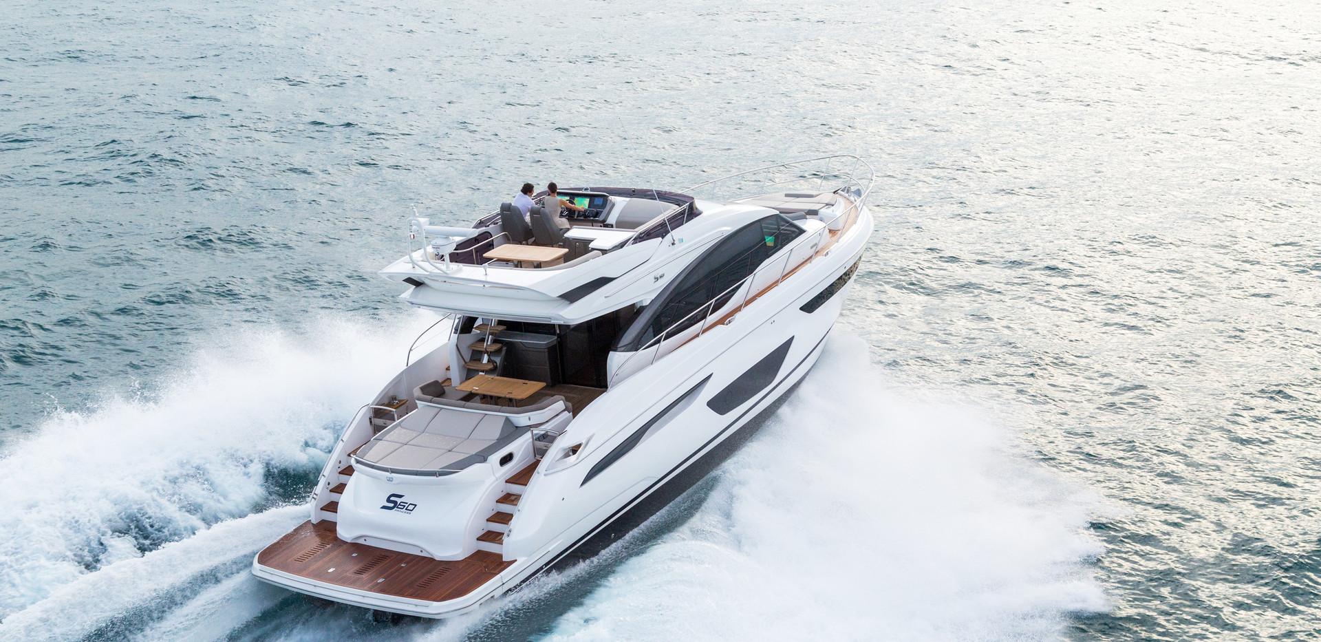s60-exterior-white-hull-06Abromowitz Sha