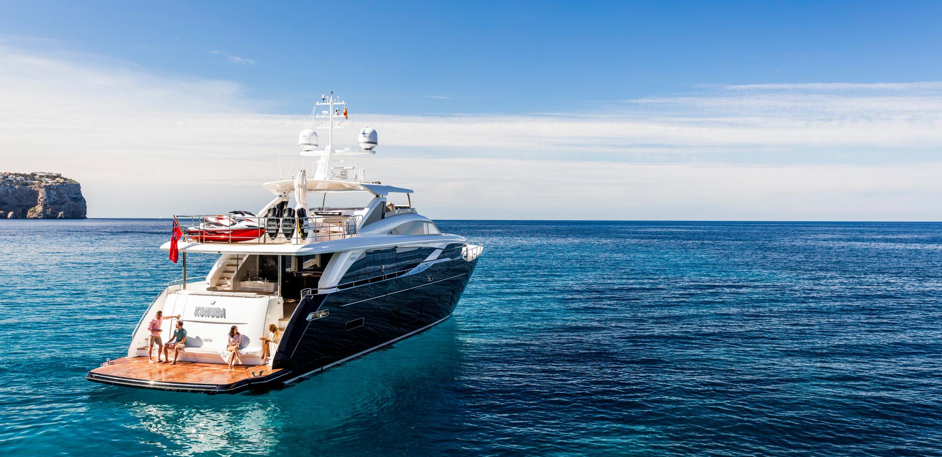 30m-exterior-blue-hull-22Yachrbrokers Pr