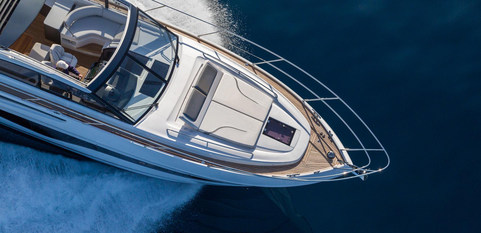 v50-open-exterior-white-hull-9Abromowitz