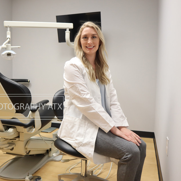 Dr Samantha