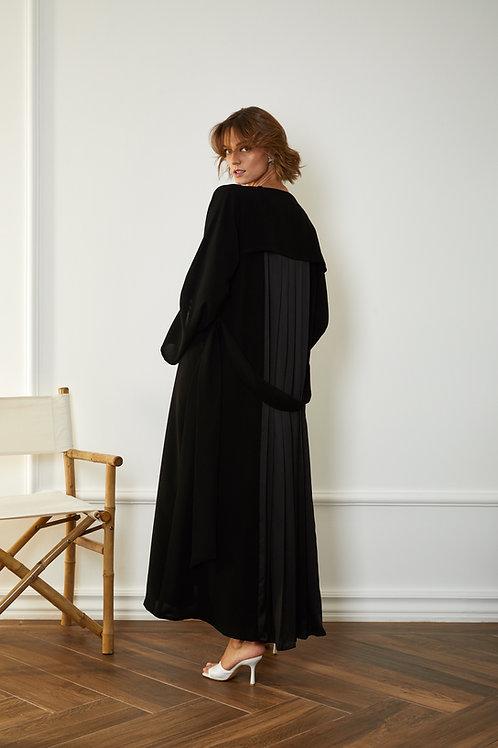 The back pleated Abaya