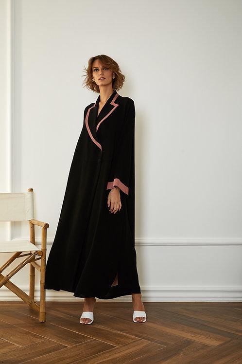 The pink detailed collar abaya