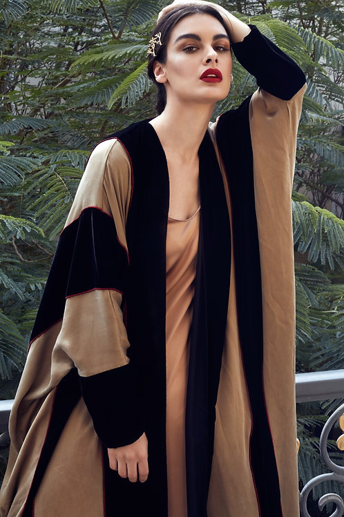 The brown silk bisht