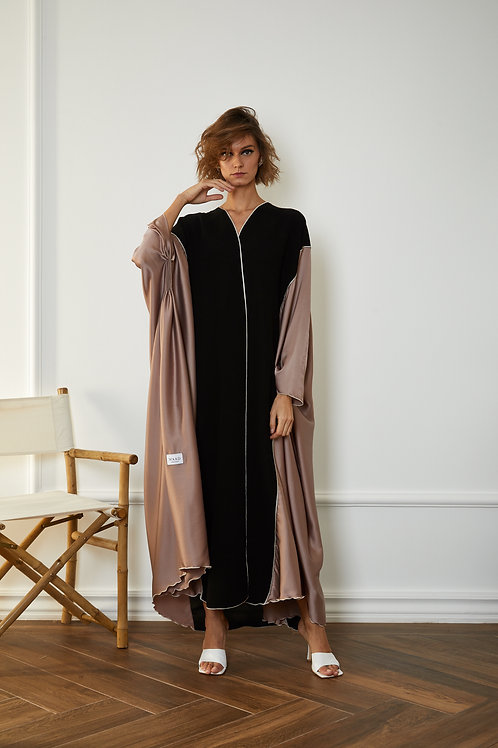 The delicate sleeve bisht with silk