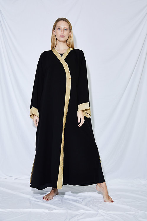 The casual buttons Abaya