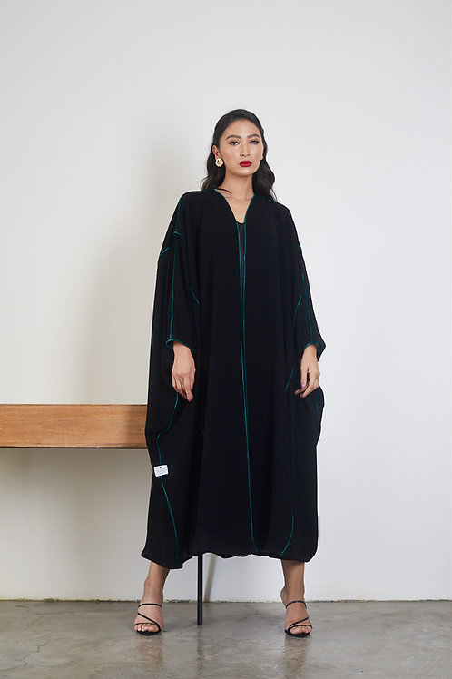 The bisht with velvet pipping details