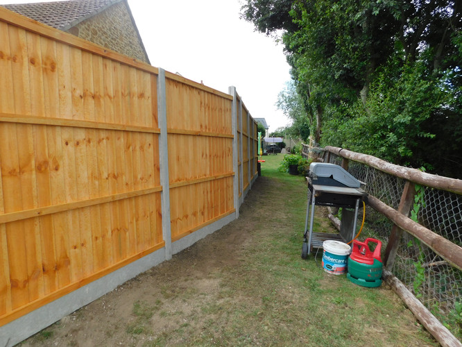 Featheredge with concrete posts and kick