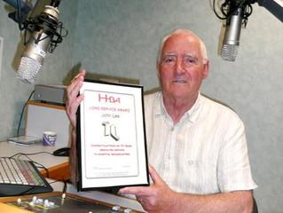Presenter receives 10 year certificate