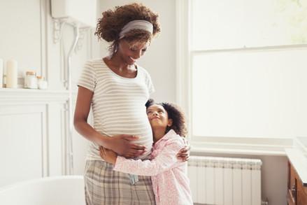 Dia das Mães: Psicóloga alerta sobre necessidade de se cobrar menos e cuidar da saúde mental
