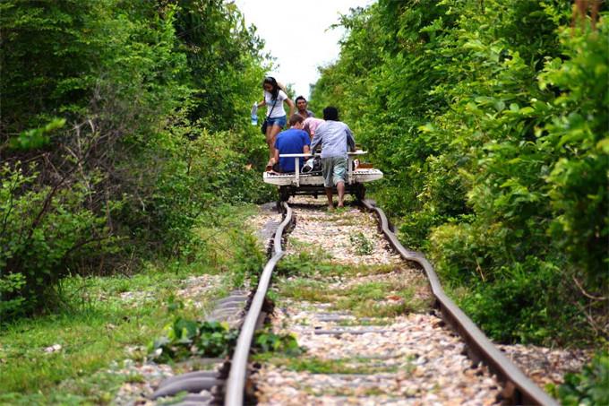 bamboo-train-battambang-cambodia-1.jpg