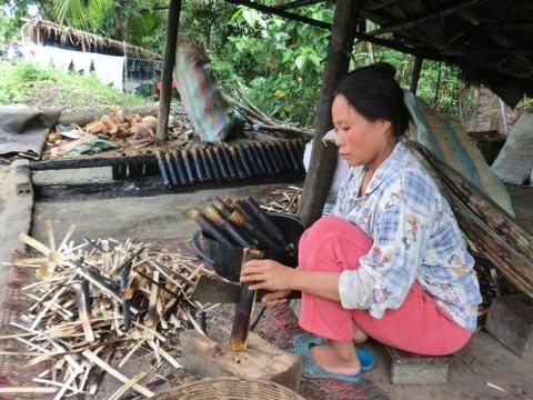 Bamboo_Stick_Rice_Battambang_med.jpg