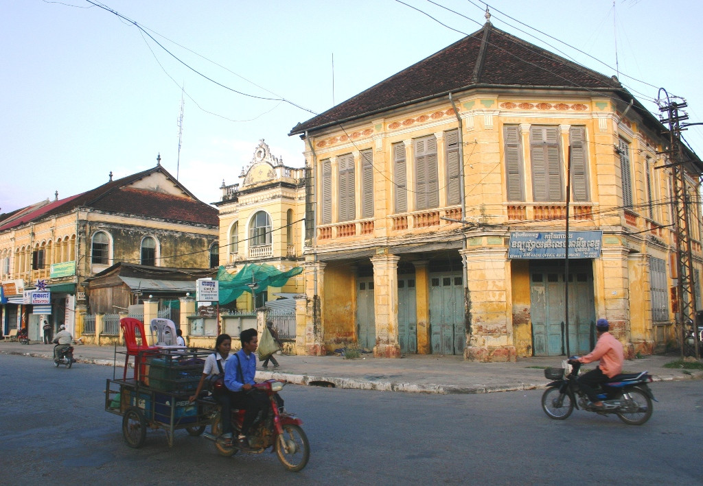 buzz Battambang street buildings 2.jpg