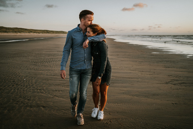 Golden hour loveshoot op het strand