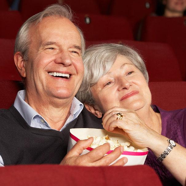 Senioren-Kino_©Monkey_Business_-_stock.a