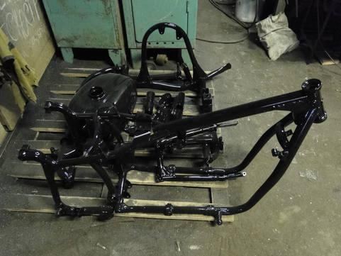 Детали мотоцикла после покраски