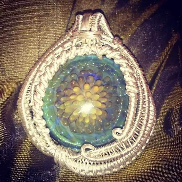 Just finished up another #supaclean #supafresh #chunky n Hella #heady #wirewrapped #pendant #collab