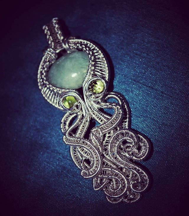 Another #custom sterling silver #octopus #pendant, this one with #jade and #peridot x2 #octopuspenda