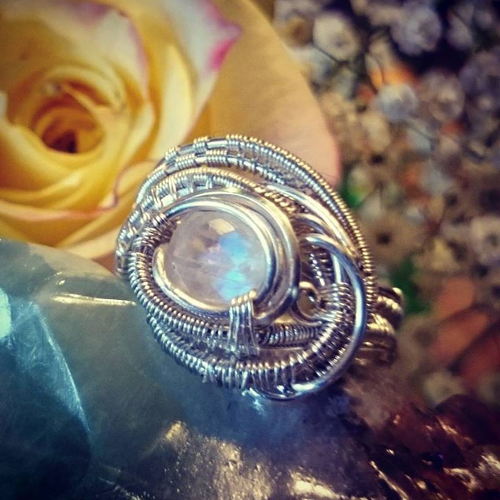 Beautifully cut lil #moonstone #sterling #silver #wirewrapped #ring #classy #elegant #sterlingsilver